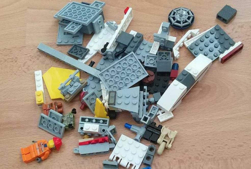 Chciał Się Pobawić Ukradł Ze Sklepu Klocki Lego Klocki
